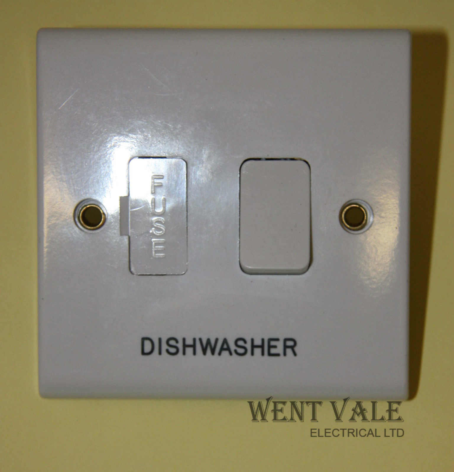 Deta Slimline - S1370 DW - 13a Engraved Switched Fused Spur Dish ...