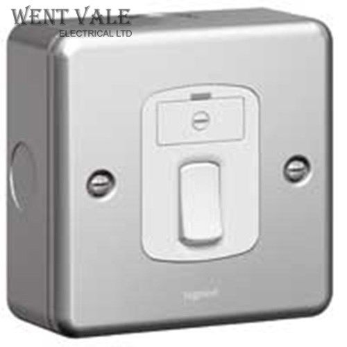 Legrand Synergy - 7338 34 - 13a  Metalclad Switc Fused Spur New
